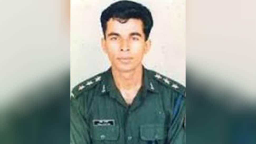 Kargil Vijay Diwas: When 'Dhoop', a 2003 film, brought back the struggles Captain Anuj Nayyar's parents faced to keep his name alive
