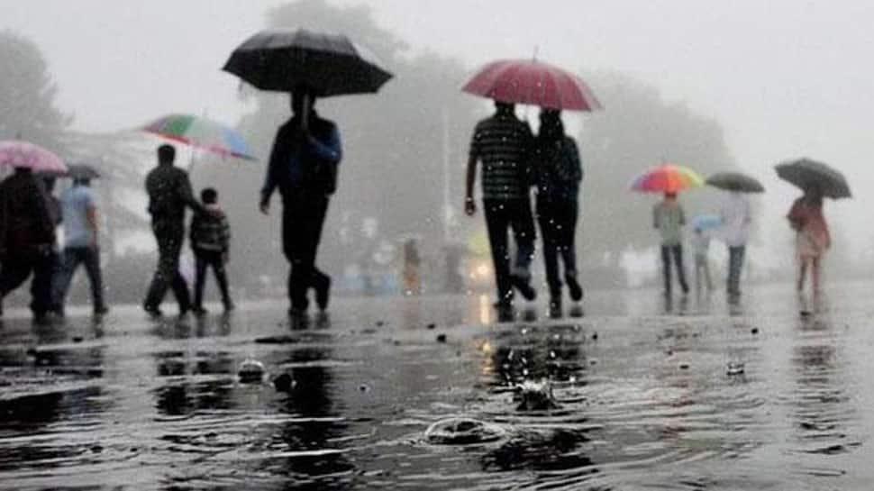 Rain lashes parts of Delhi, brings temperature down