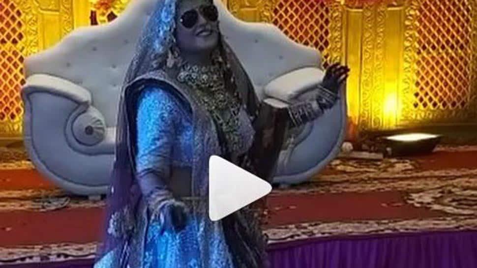 Akanksha Awasthi grooves to Kala Chashma on her wedding-Watch video