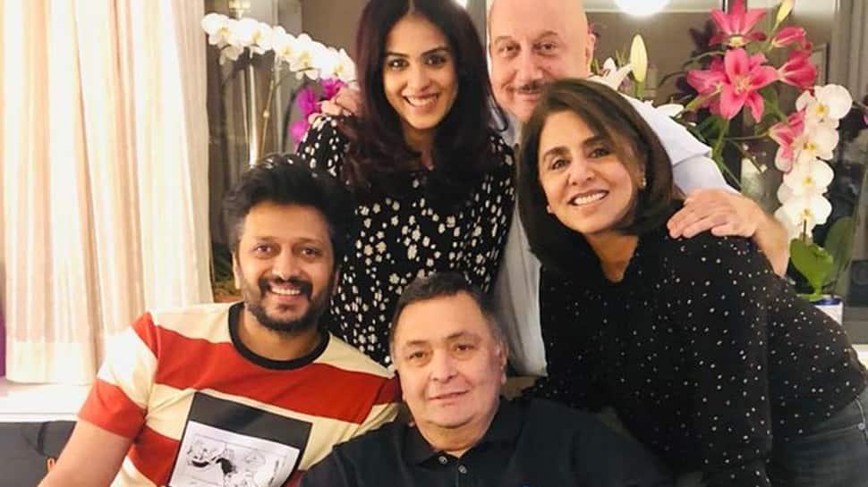 Rishi Kapoor happy to meet Riteish Deshmukh, Genelia and Anupam Kher in NYC—See pic