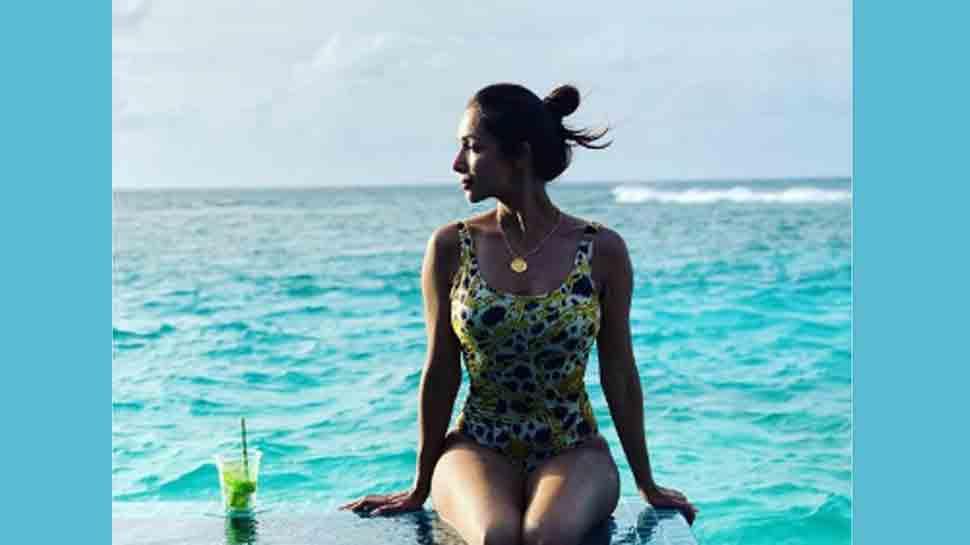 Malaika Arora sets temperature soaring in latest beach avatar — See photo