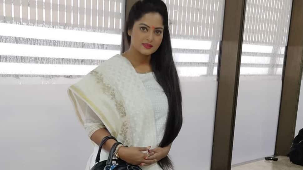 How Bhojpuri actress Anjana Singh wished her fans on Nag Panchami - Pics