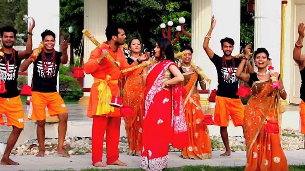 Watch Khesari Lal Yadav's latest Kanwar song 'Aage Chal Jal Mili'!