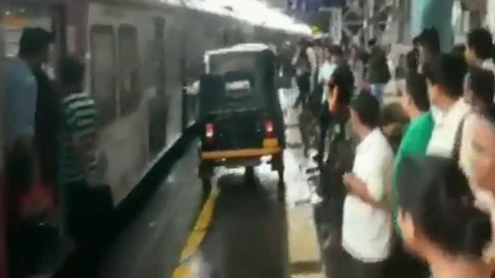Man drives auto on platform of Mumbai's Virar Railway Station to help pregnant woman