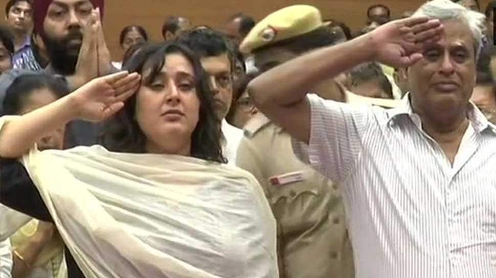 Sushma Swaraj's husband, daughter salute her before her final journey