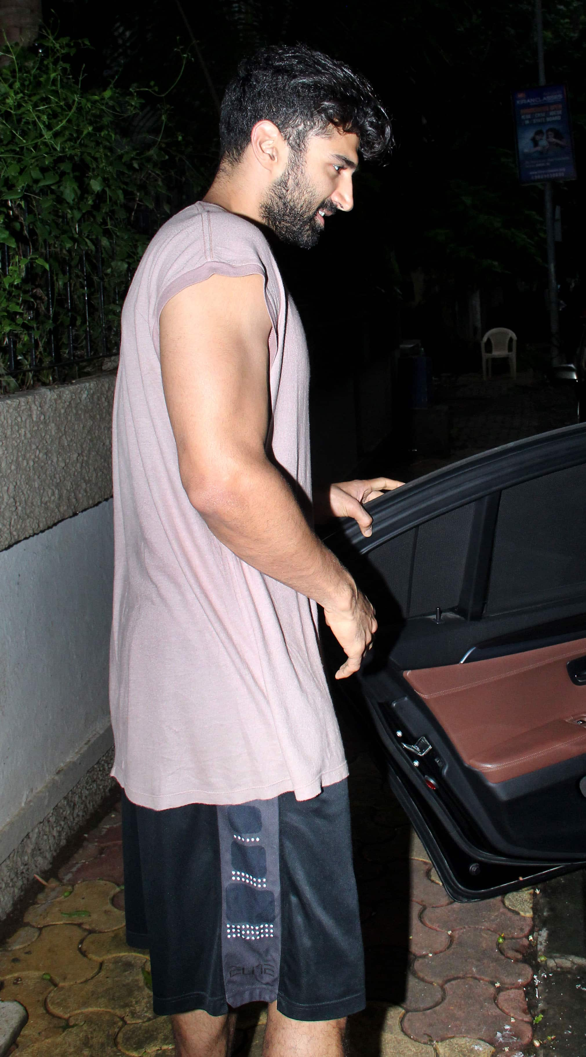 Photo Gallery Aditya Roy Kapur Spotted Outside Mohit Suri S Office News Zee News