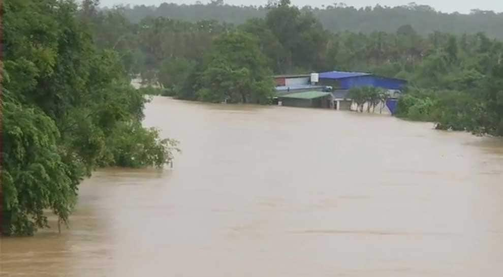 Kerala floods: IMD issues red alert for 8 districts, several trains cancelled