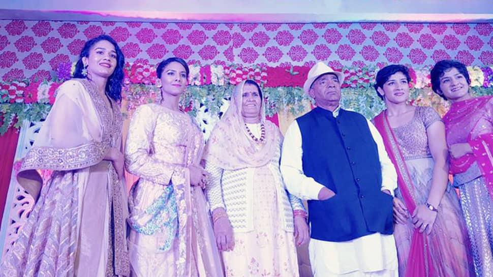 Wrestler Babita Phogat, Mahavir Singh Phogat to join BJP on Monday