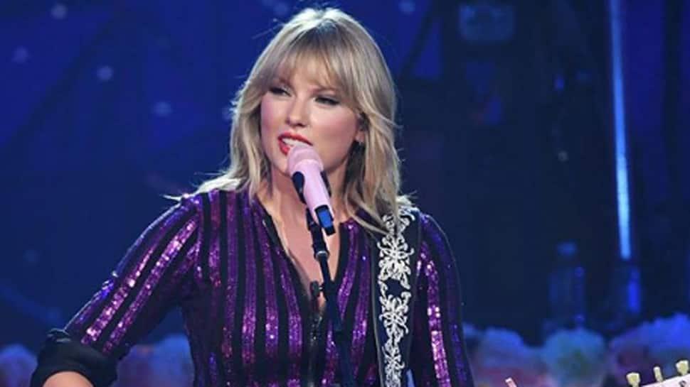 Taylor Swift receives Icon Award at 2019 Teen Choice Awards; announces new song!