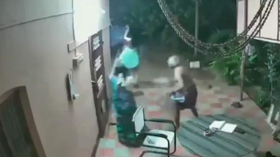 Watch: Elderly couple fight, chase away armed robbers in Tamil Nadu's Tirunelveli