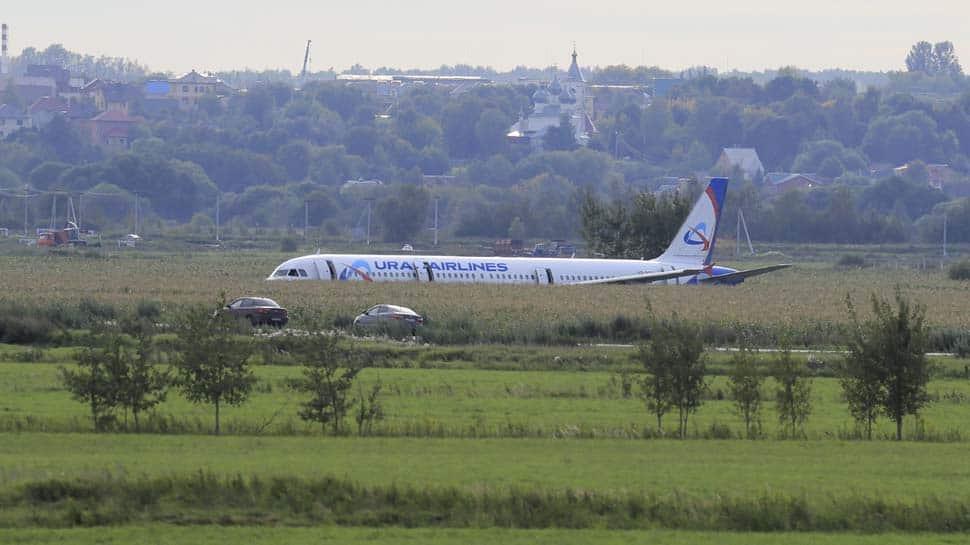 Russian pilots earn Kremlin's praise after landing plane in cornfield