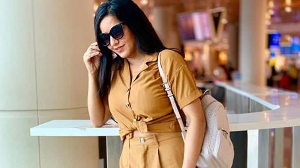 Monalisa jets off to Delhi in Khaki outfit- See pics
