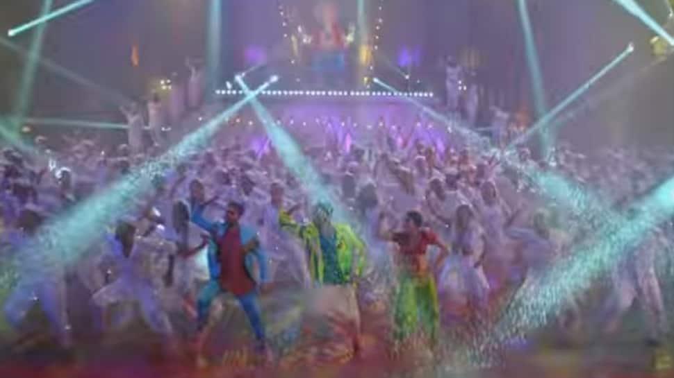 Watch: Ayushmann Khurrana and Riteish Deshmukh groove to Dhagala Lagali Kala, Dream Girl style