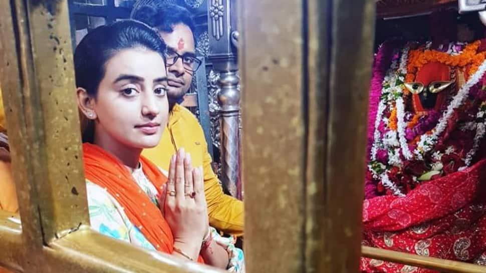 Akshara Singh seeks blessings from goddess Vindhyavasini on her birthday—Photos