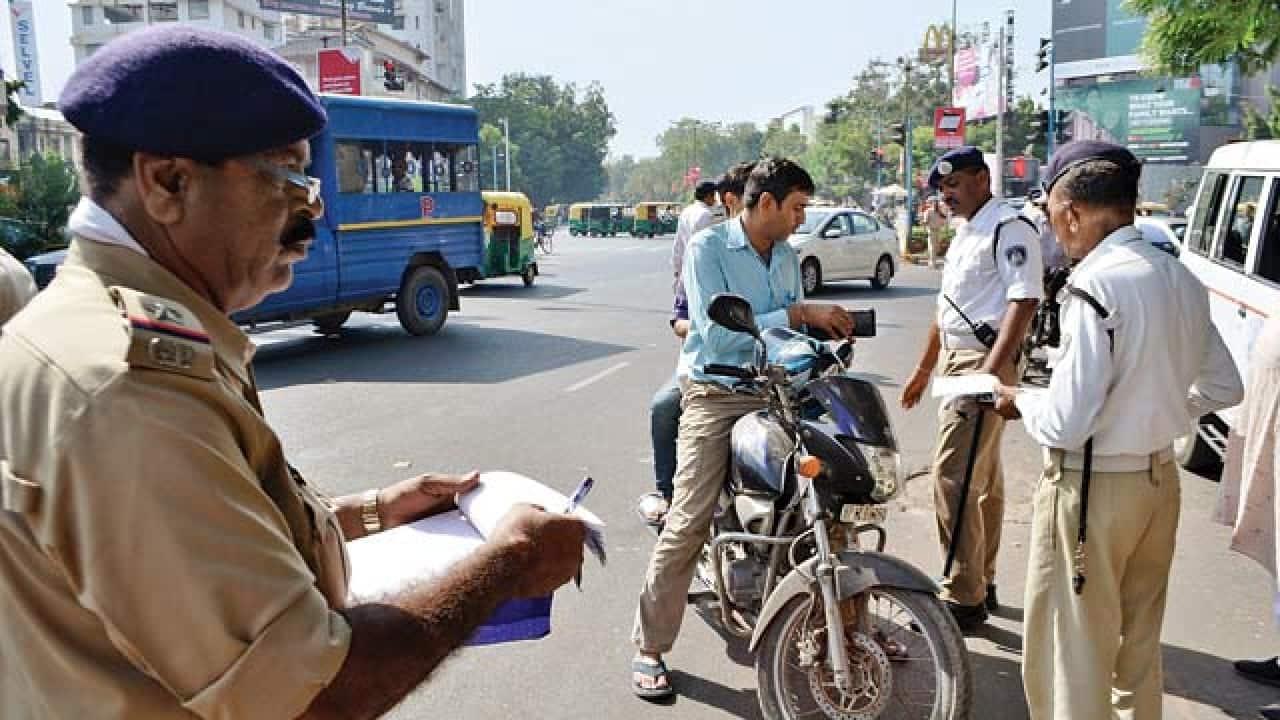 Motorists can show documents on DigiLocker, mParivahan app