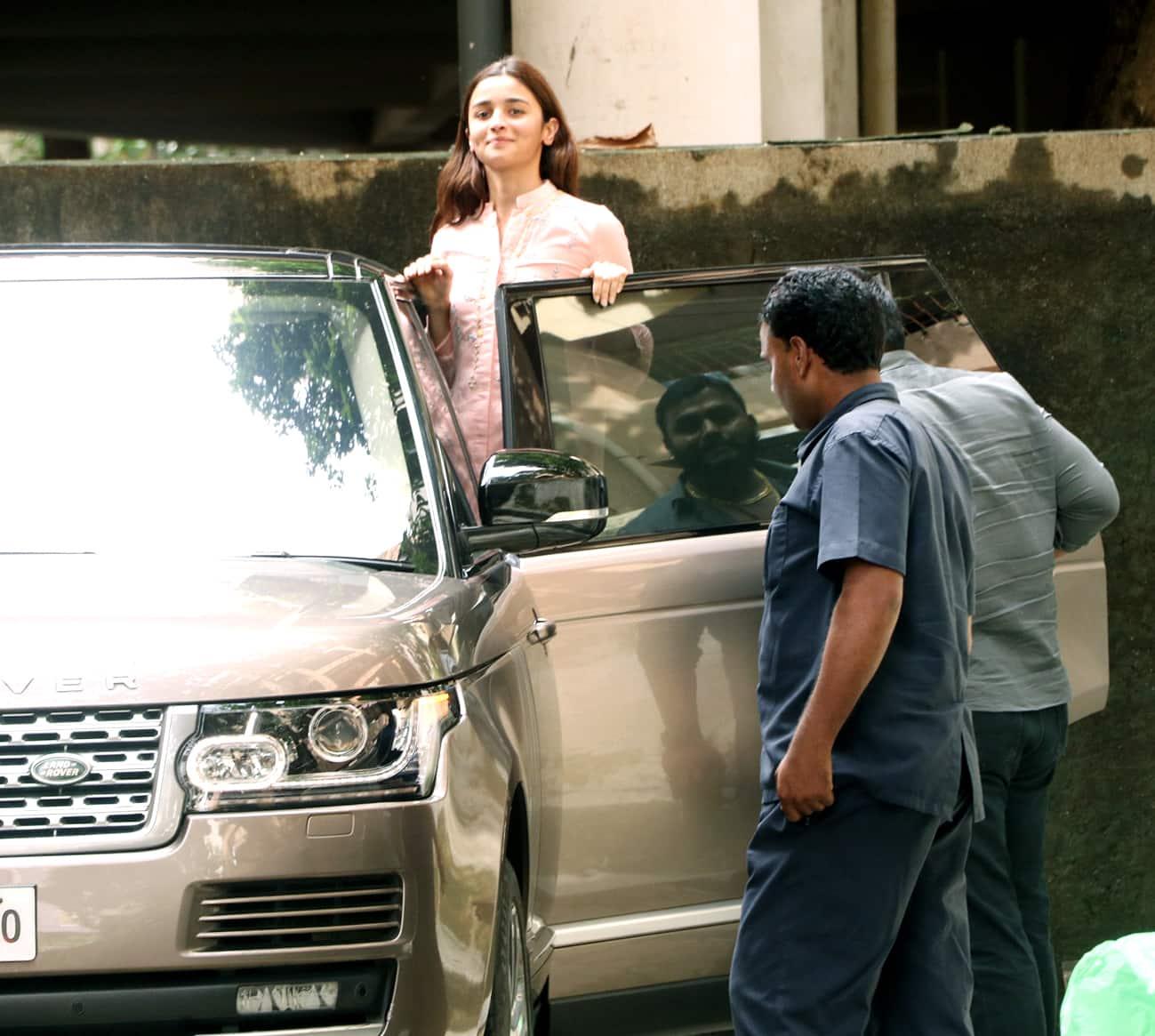 Alia Bhatt clicked outside Bhansali's office
