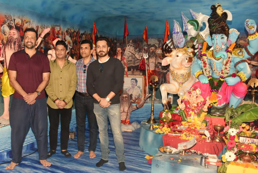 Emraan Hashmi seeks Bappa's blessings