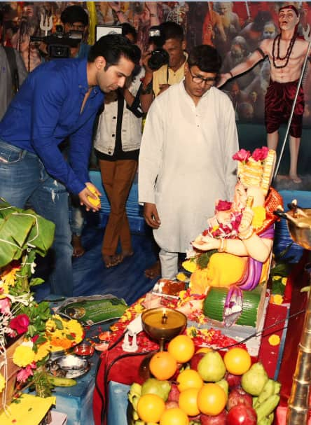 Varun Dhawan prays to Bappa