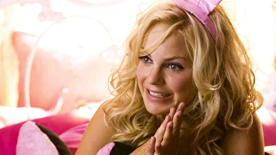 Why Anna Faris was banned from New Zealand in 2010?
