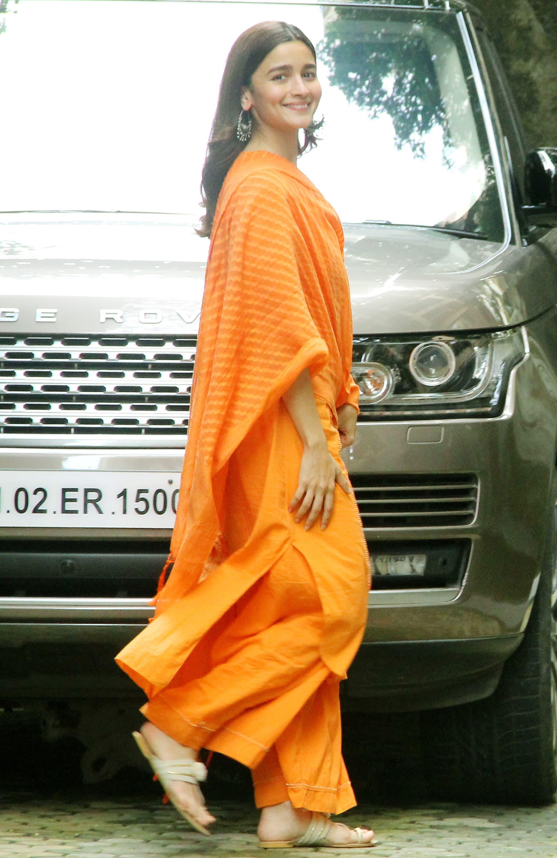 Alia Bhatt spotted outside Sanjay Leela Bhansali's office