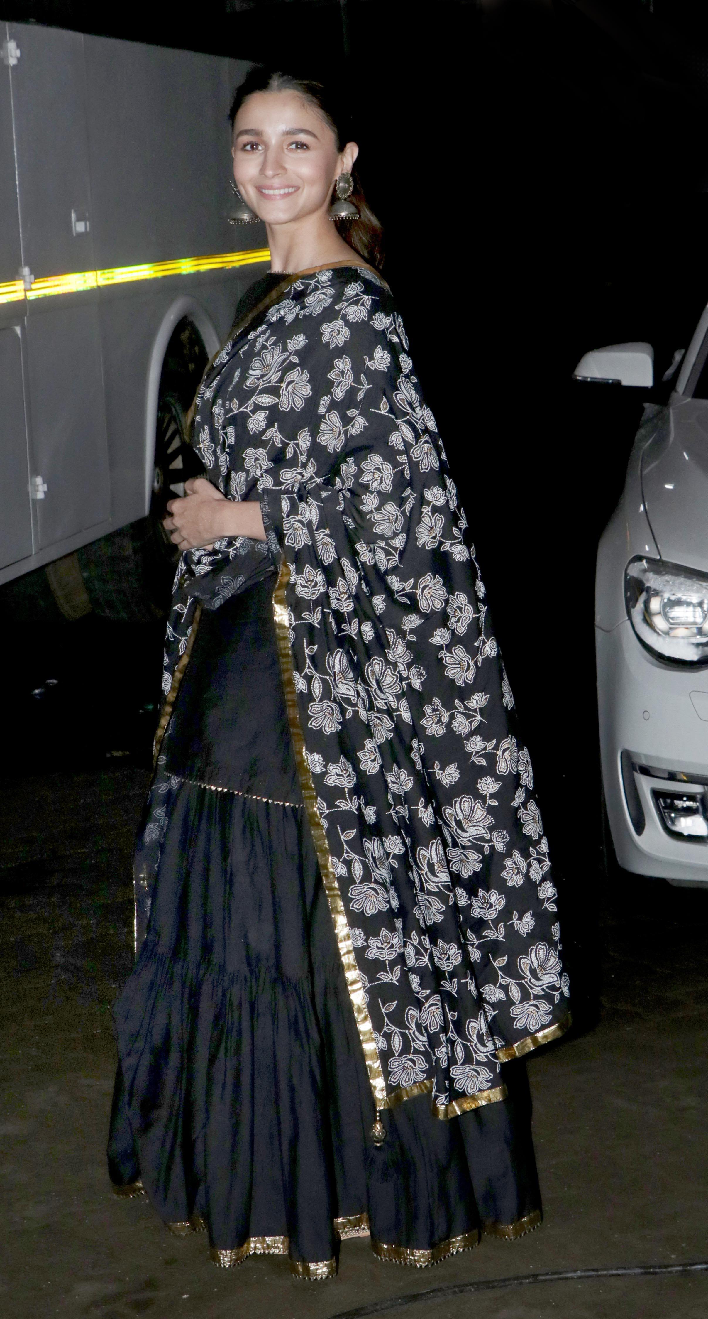Alia Bhatt rocks the traditional look!