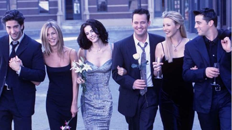 Lisa Kudrow, Courteney Cox get nostalgic as 'Friends' turn 25