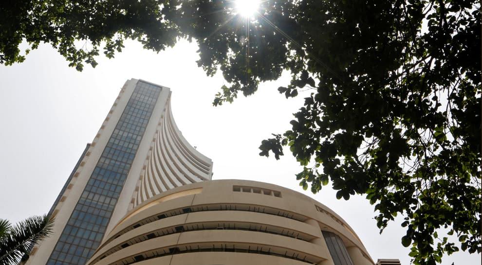 Sensex falls over 700 pts; banking, financial stocks slump