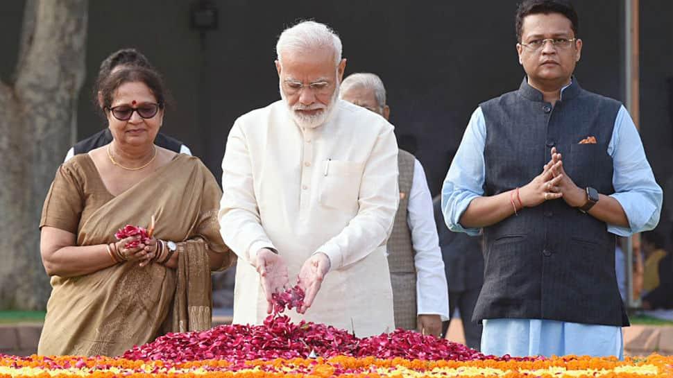 Mahatma Gandhi's ideals are our guiding light: President Kovind, PM Modi pay tributes