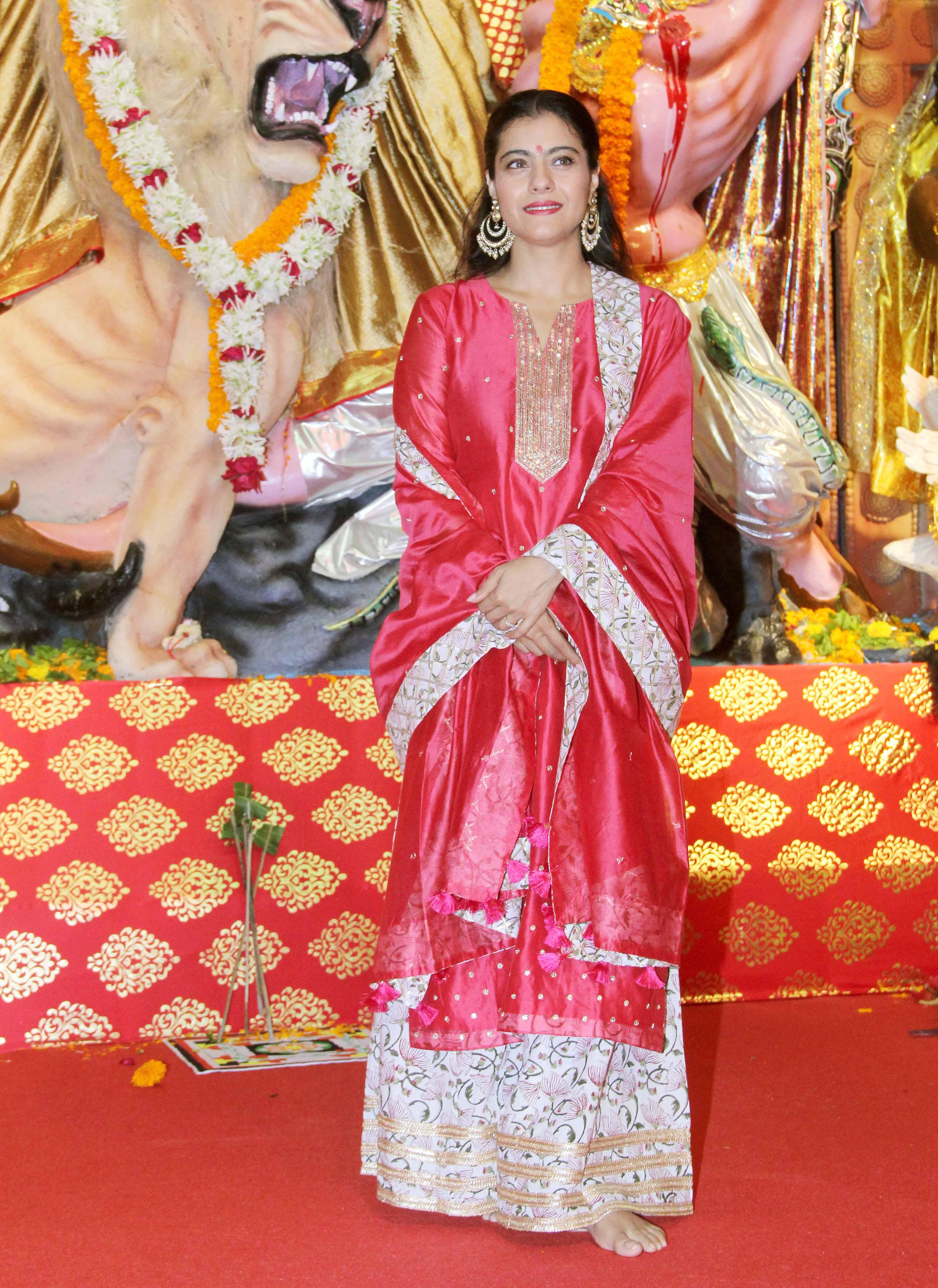 Kajol looks stunning in traditional wear!