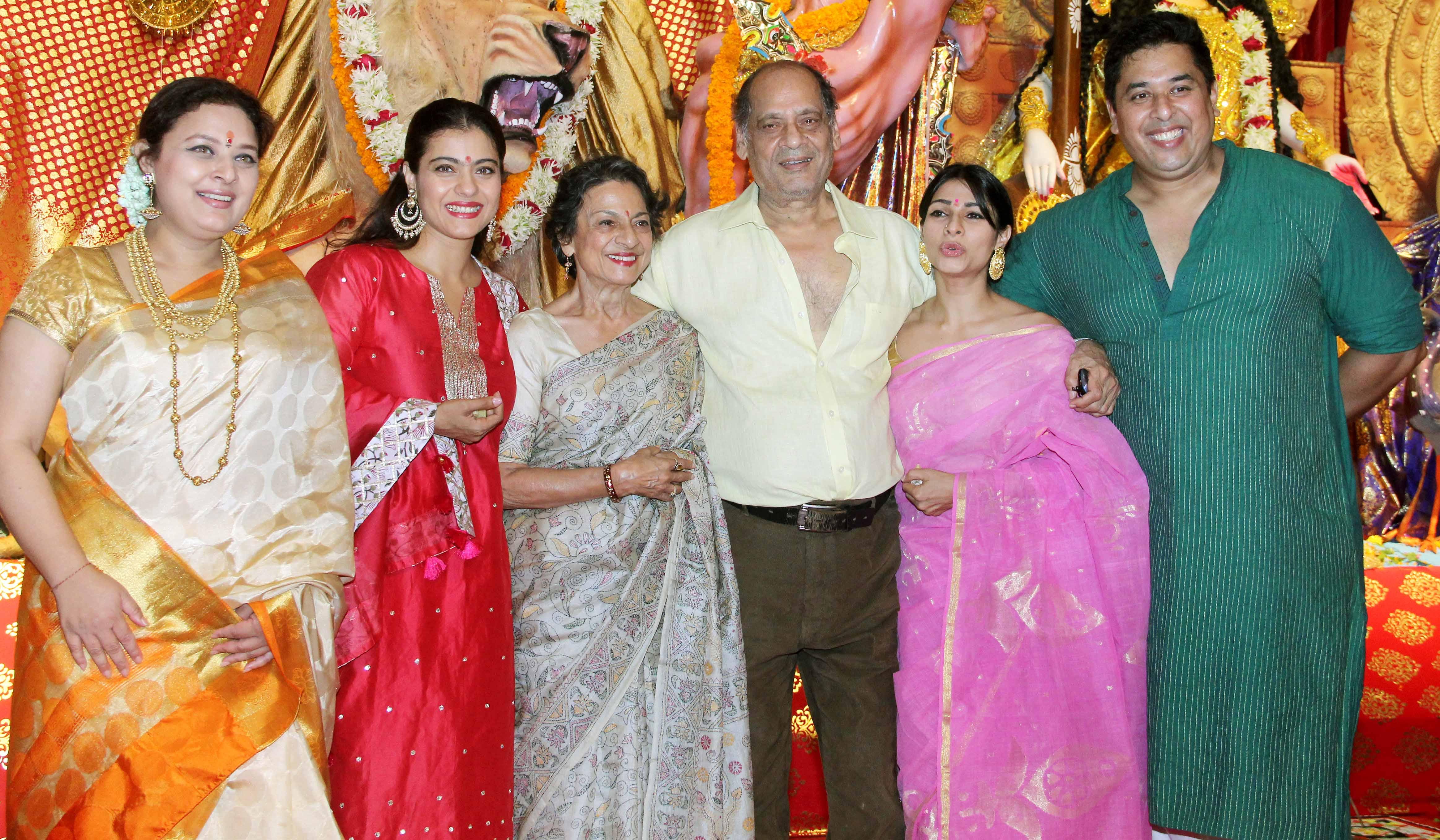 Kajol with sister Tanishaa and family