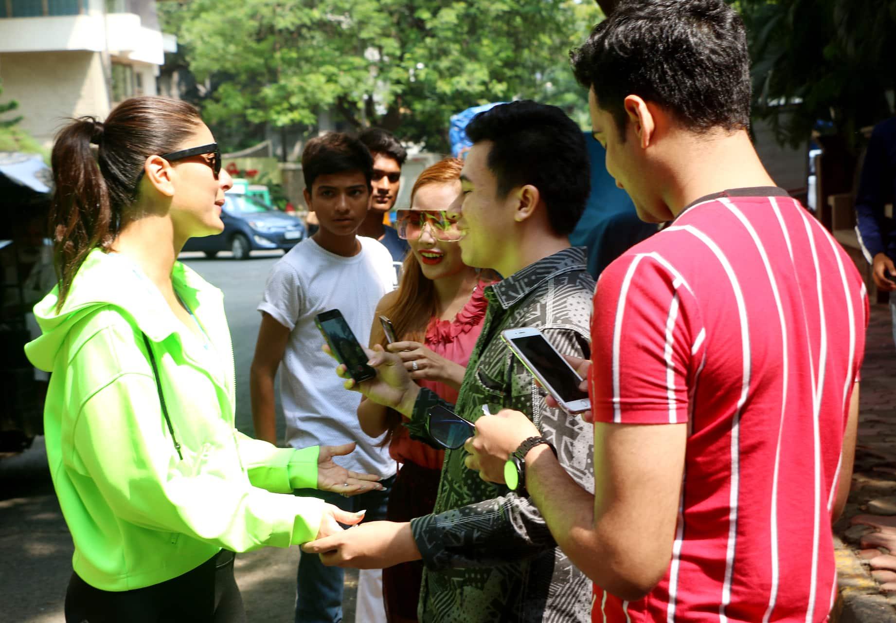 Kareena Kapoor Khan with fans in Mumbai
