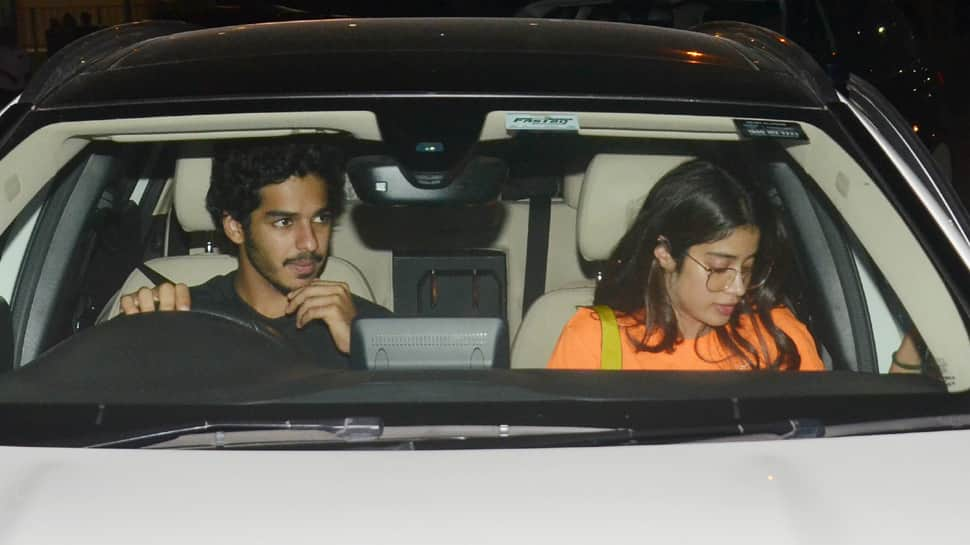 Janhvi Kapoor-Ishaan Khatter snapped on a dinner date—Photos