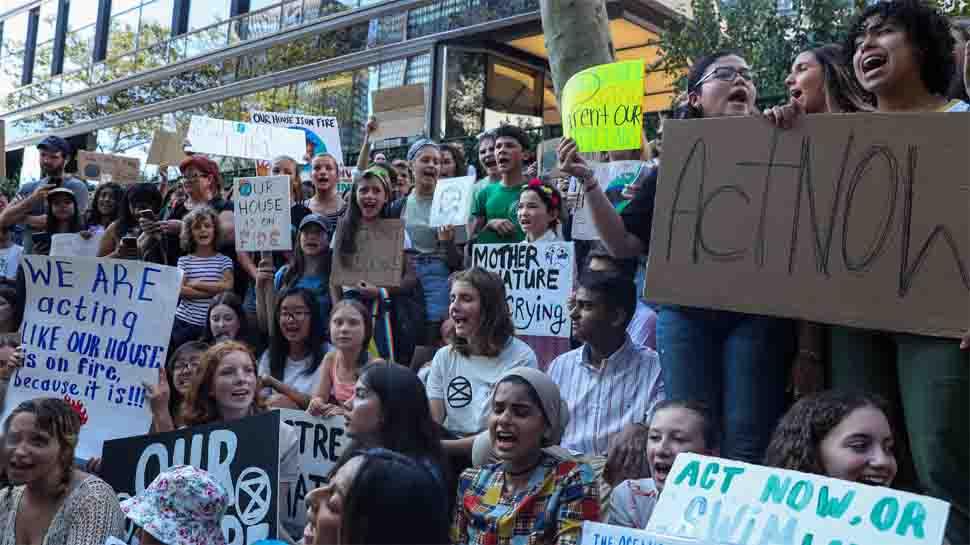 Hundreds of climate change activists block Amsterdam traffic
