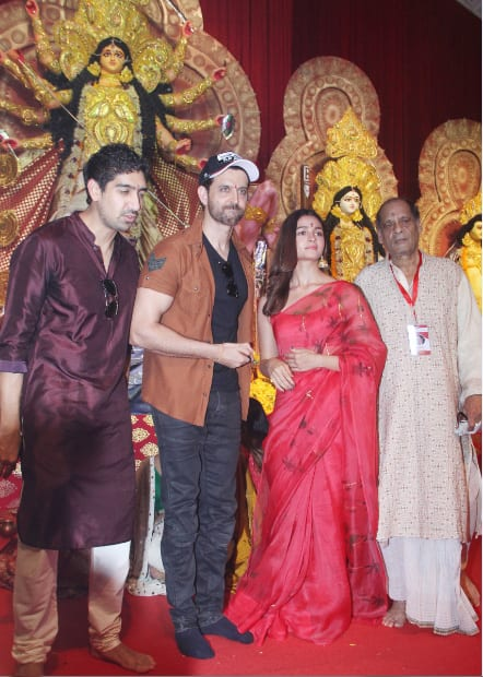 Hrithik and Alia seek Maa Durga's blessings