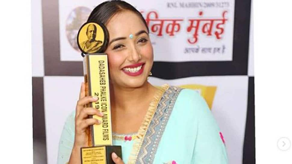 Rani Chatterjee shares a picture of herself with her Dadasaheb Phalke award