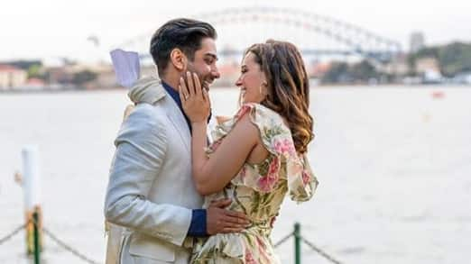 'Yeh Jawaani Hai Deewani' actress Evelyn Sharma gets engaged to boyfriend, shares pics!