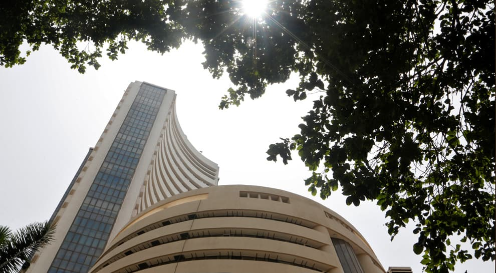 Sensex ends higher; Reliance Industries touches record high