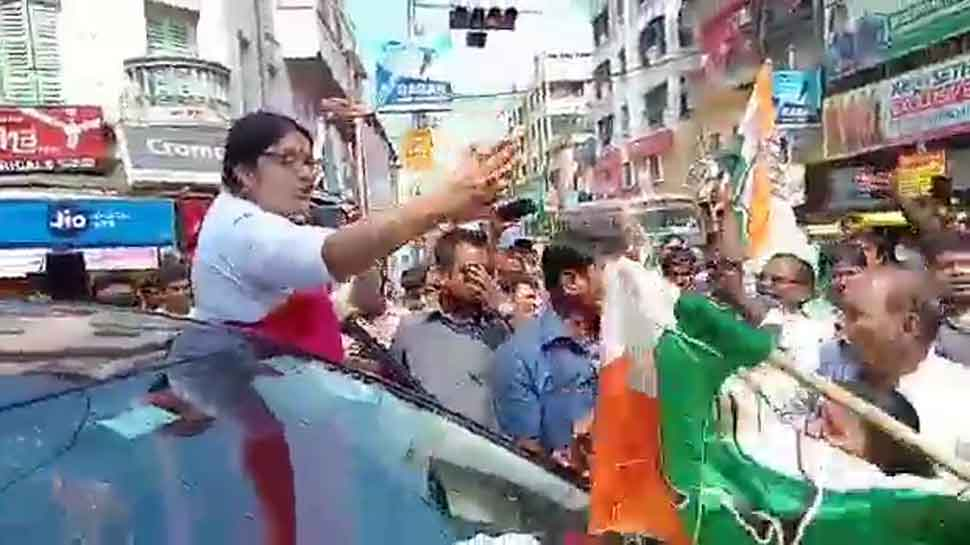 BJP MP Locket Chatterjee's convoy stopped by Congress workers in Hoogly, clashes erupt