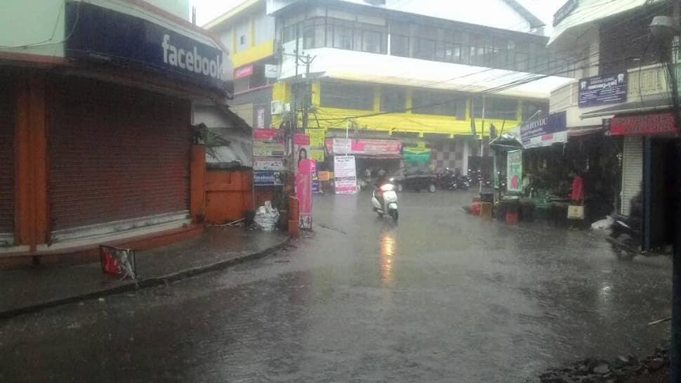Heavy rain lashes Kerala, IMD issues orange alert