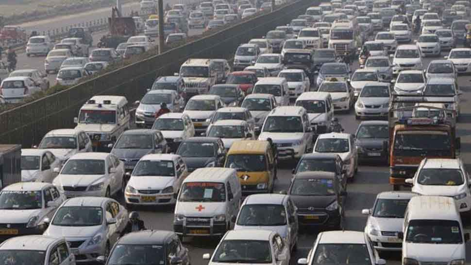 Heavy traffic jam in Delhi on occasion of Dhanteras