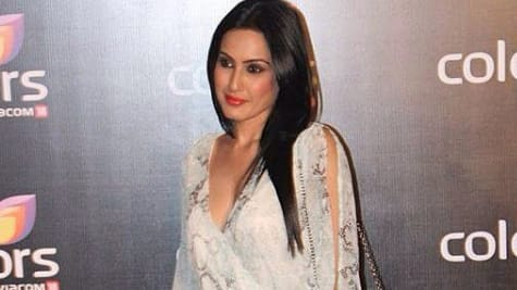 Kamya Punjabi oozes oomph in a black monokini—Pic proof