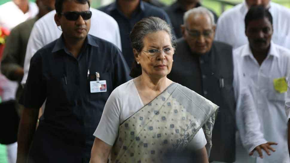 Maharashtra Congress leaders meet Sonia Gandhi amid BJP-Shiv Sena tussle, no decision yet