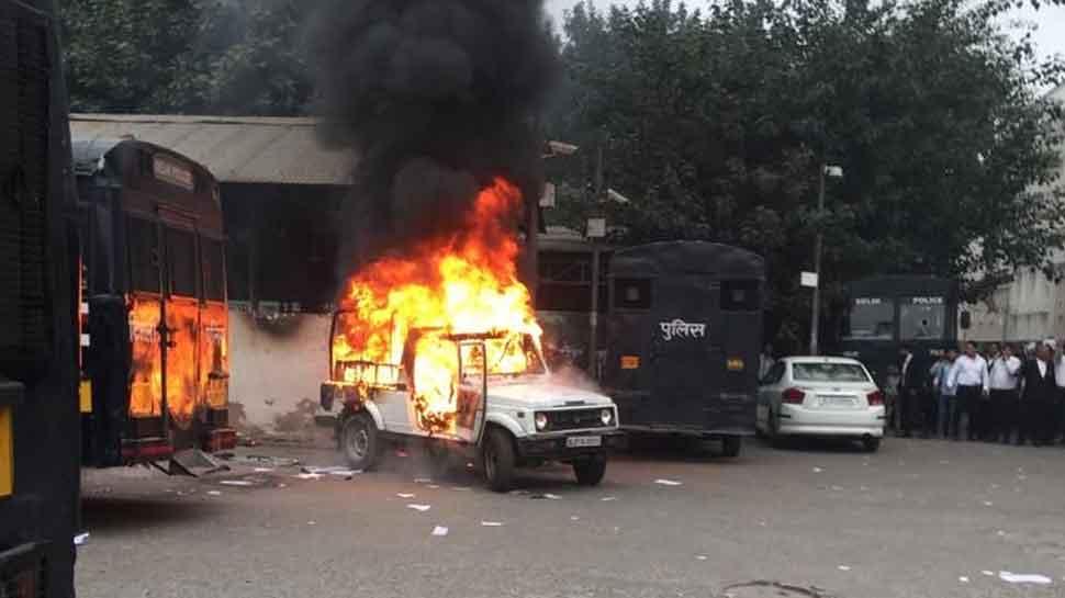 Scuffle breaks out between cops, lawyers at Delhi's Tis Hazari Court, govt vehicles set on fire