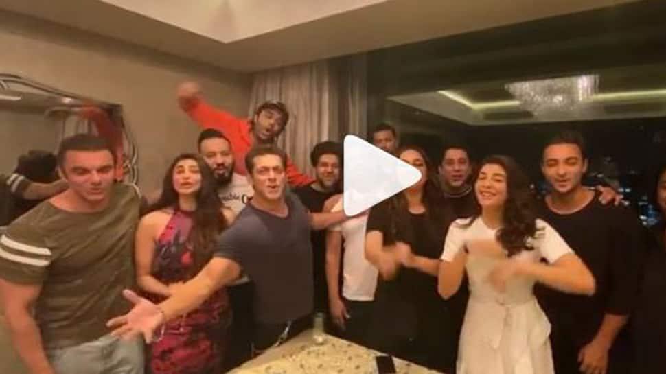 Salman Khan's extravagant birthday wish for Shah Rukh Khan is winning the internet