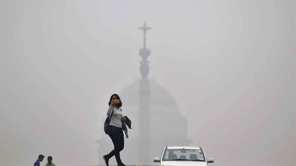 Centre reviews Delhi's pollution crisis; AAP govt issues health advisory, schools shut