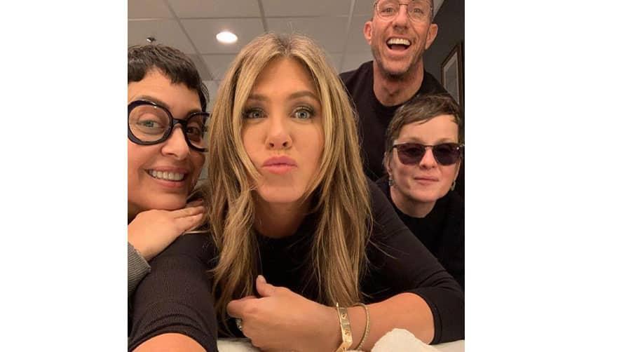 Jennifer Aniston shares her ''Jen in Black'' avatar!