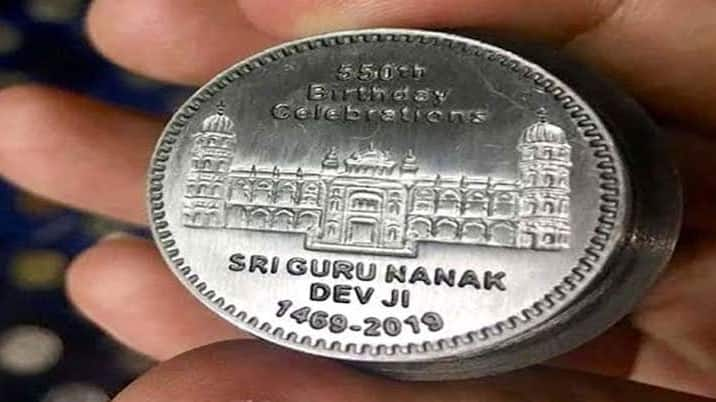 Commemorative gold, silver coins on 550th Parkash Purab big hit with devotees in Punjab
