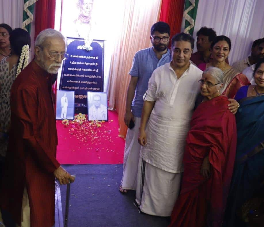 Kamal Haasan unveils the statue of his father