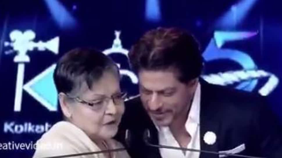 Rakhee teaches Bengali to Shah Rukh Khan at Kolkata International Film Festival 2019- Watch