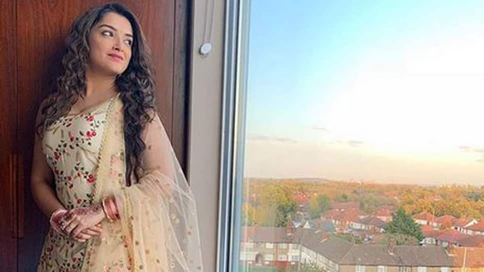 Aamrapali Dubey's latest picture from London is breaking the internet